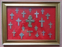 Коллаж крестов в фото рамке