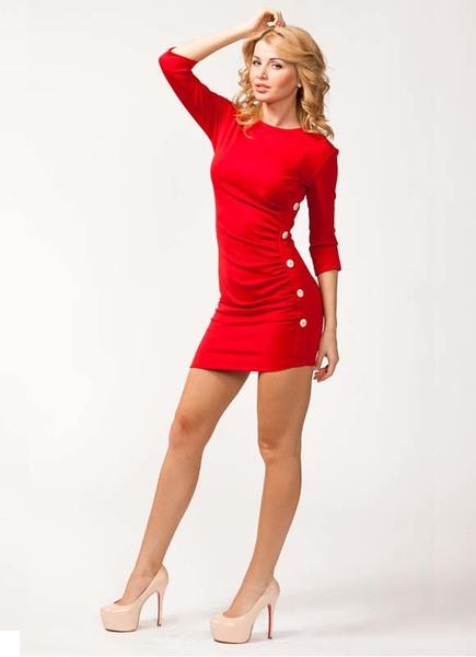 Платье к красным туфлям